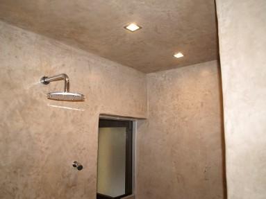 Hammam en tadelakt sienne naturel, mur sol plafond.