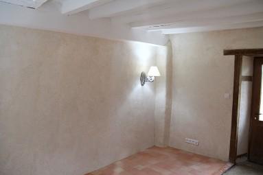 Correction thermique de murs à l'enduit chaux/chanvre en 8 cm d'épaisseur.